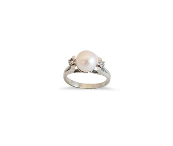 White Gold Pearl and Diamonds Ring