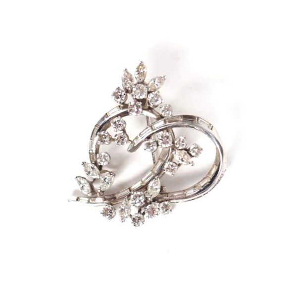 Vintage Knot Diamonds 18 Karats White Gold Brooch