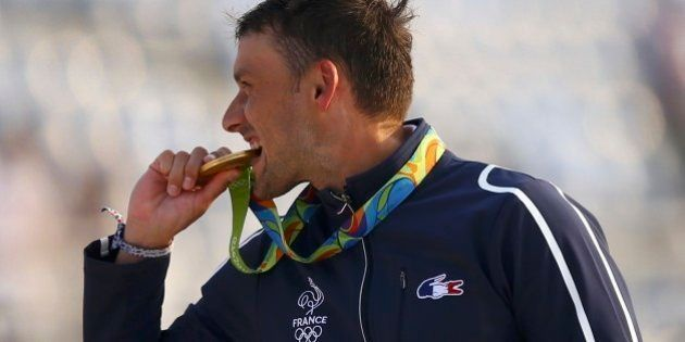 sport-player-with-gold-medal